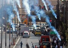 إصابات بالاختناق خلال مواجهات مع الاحتلال في بلدة العيزرية